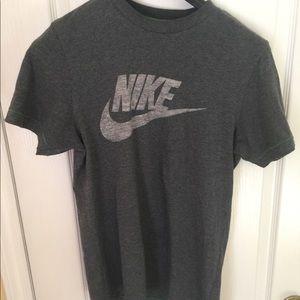 Nike dark grey/blue Nike tshirt green stitching